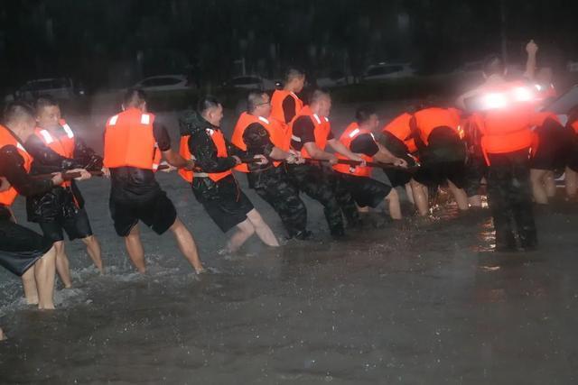 郑州进入特大自然灾难一 级战备状态?官方辟谣