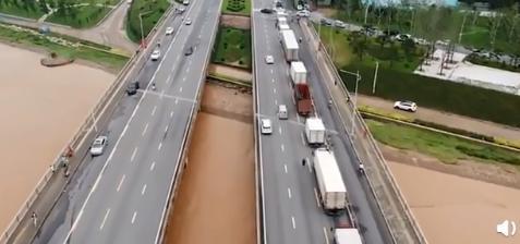 航拍雨后郑州:道路积水正退去 未来城市面临高气候风险