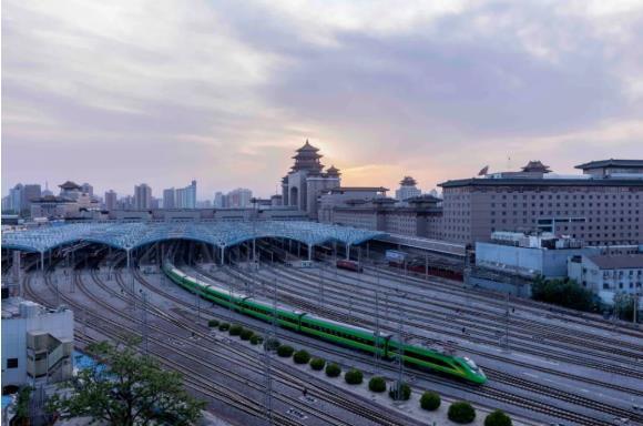 受河南多地遭遇持续强降雨天气影响,北京西站今日71趟始发列车停运